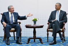 Raul  Castro meets President Obama
