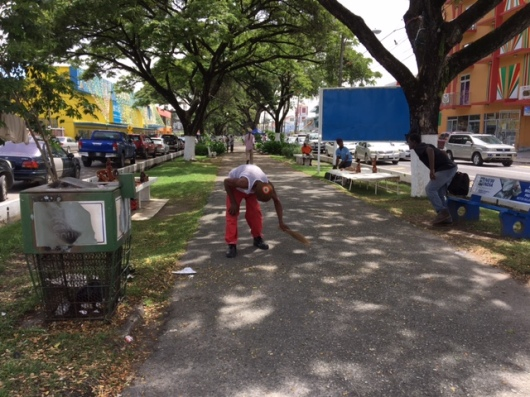 A Main Street Avenue Vendor regularly cleans up his environment. May 2016.