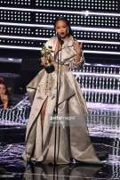 rihanna-vanguard-award